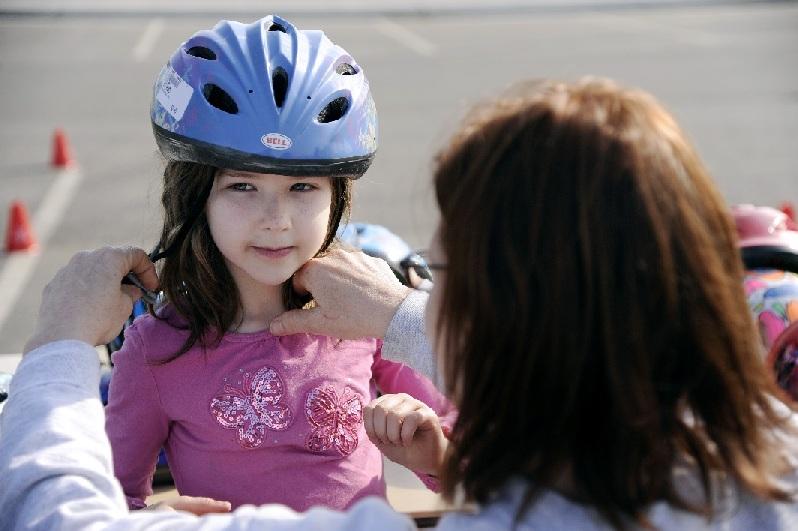 https://upload.wikimedia.org/wikipedia/commons/9/98/Eielson_teaches_child_safety_awareness_120430-F-UP786-039.jpg