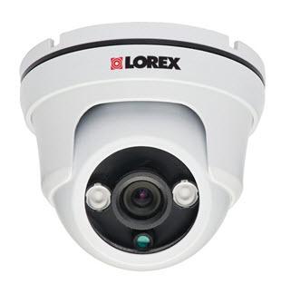 Contoh kamera dengan fitur night-vision untuk melindungi pintu belakang rumah (sumber: www.lorextechnology.com)
